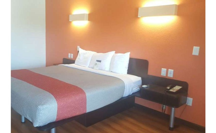 Motel 6 * 92 Units * Projected 2021 Revenue $1,539,914 * Located Near Ohio State University & 2 Hospitals