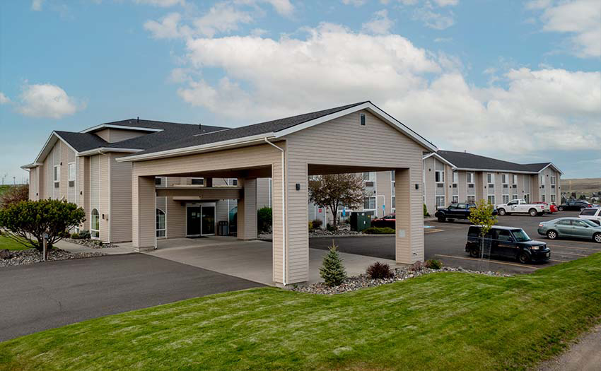 Eagle's View Inn & Suites - JUST LISTED!