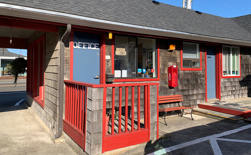 Surf & Sand Inn - IN CONTRACT!